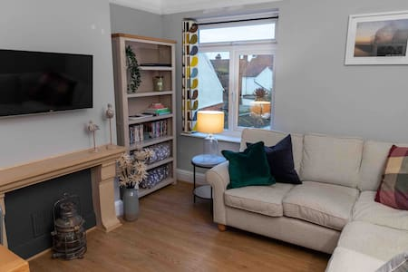 The Burrow - stylish and modern with parking