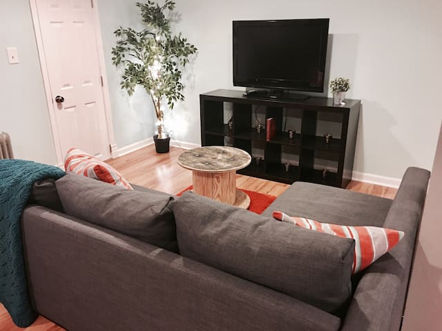 Cozy couch for a great nights sleep - Lawrenceville - Hus