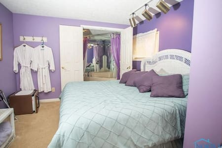 (#7) Lovely Lavender King Suite Near the Lake