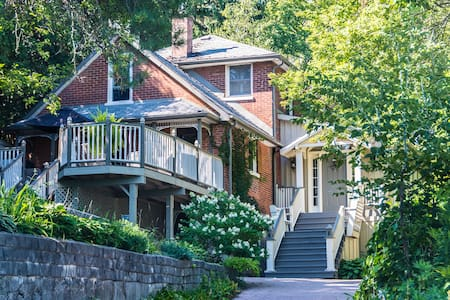Plantation Style Escape in Port Hope - Port Hope - Bed & Breakfast