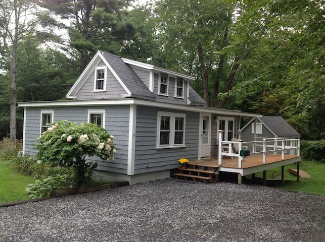 Cozy Cottage in walking distance to Harbor - Boothbay Harbor - บ้าน