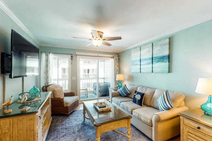 Updated condo by beach w/ a balcony, shared pool, & walk to IOP dining/shops!