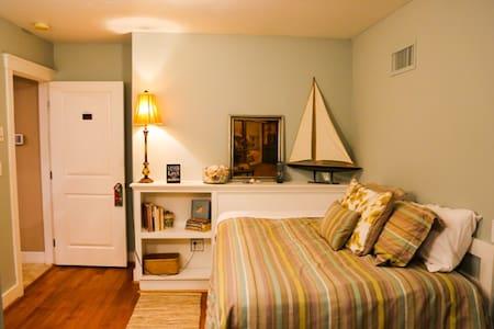 Pillows BNB - Water Room - Auburn