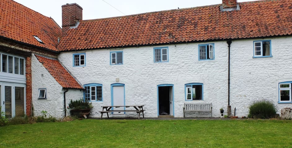 Lovely cottage in Ringstead, NW Norfolk - Ringstead - House