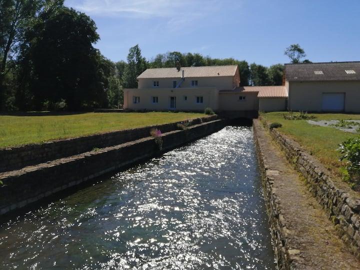 Deux chambres doubles dans un moulin sur la Clouèr
