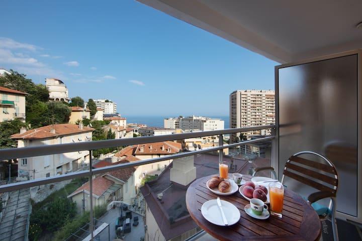 Monaco, sea view,  bright studio with balcony