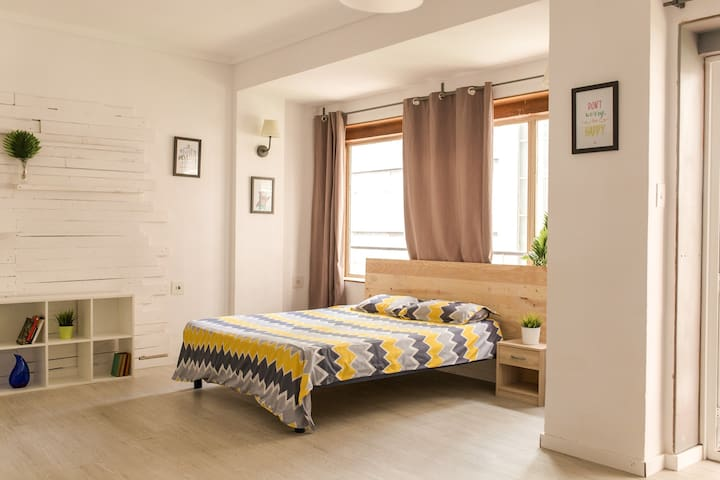 Big Room in the city centre of Alicante (RAMBLA)