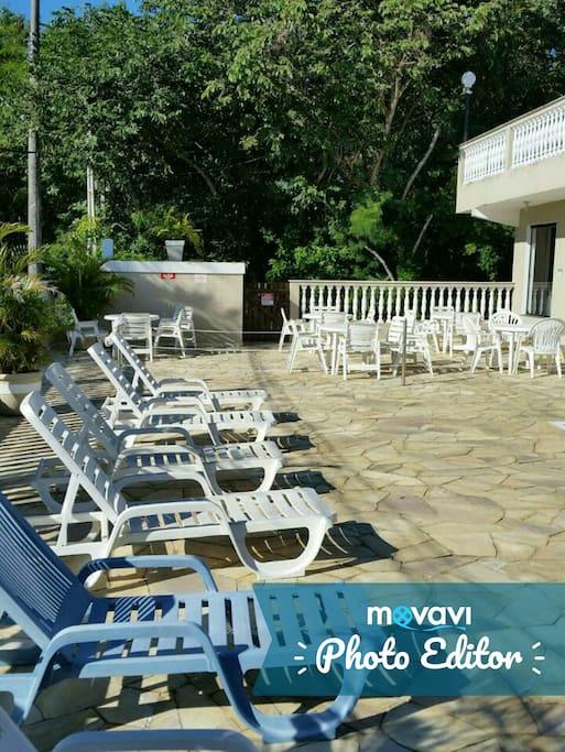 Cadeiras piscina condominio