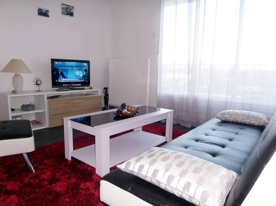 Grand f1 joliment meubl avec balcon appartements for Location caen meuble