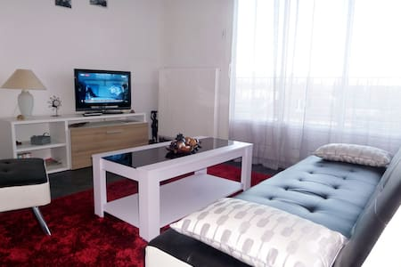 Grand F1 joliment meublé avec balcon - Καέν - Διαμέρισμα