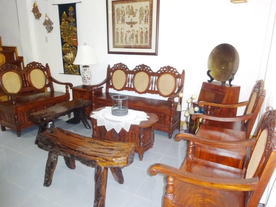 Unique hardwood furnitures of the living room