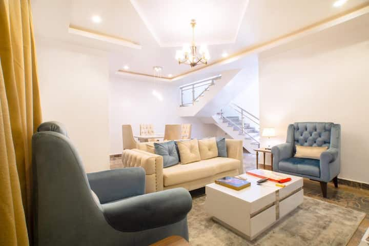 Beautiful and Super Clean 2 Bedroom Apartment