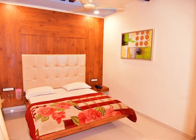 Spacious stay at sunset road of Mount Abu