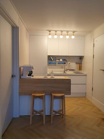 Semi-private house(1person) for female travelers