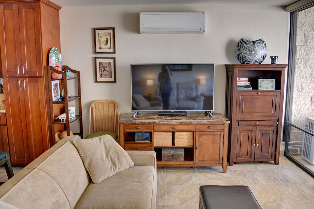 Living room equipped with flat screen TV and split A/C system