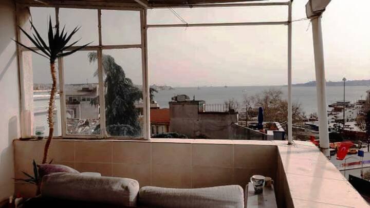 Beşiktaş iskele, deniz manzaralı teras kat.