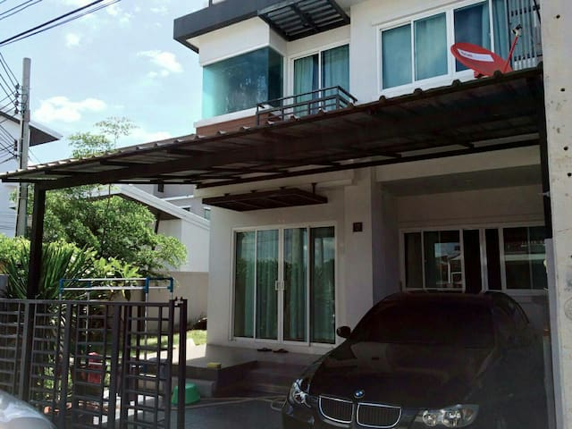 Corner house 3km to airportNEW cond - Bangkok - House