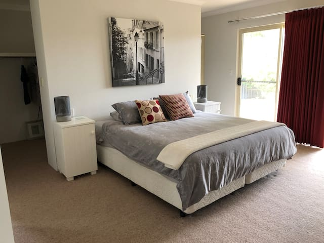 Large Master bedroom king size with en-suite and WIR
