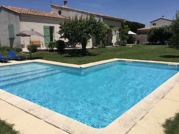 Nice home rental in the hearth of the village Mouriès, in the Natural Park of The Alpilles