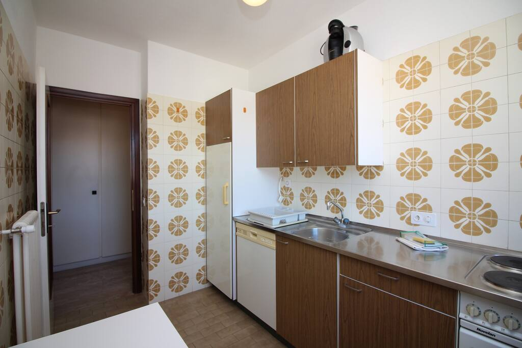 Kitchen, fully equipped with a dishwasher