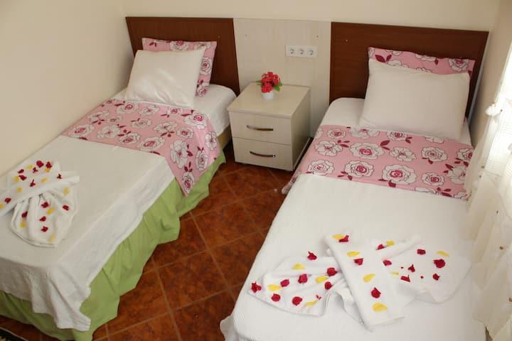 2 kişilik standart ayrı yataklı oda ..