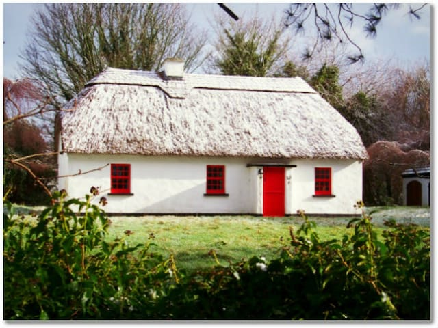 Lough Derg Thatched Cottage,Puckaun, Co. Tipperary - Puckane
