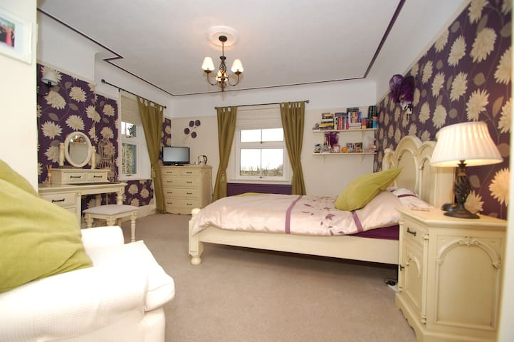 Large double bedroom with ensuite - Hardwick - Inap sarapan