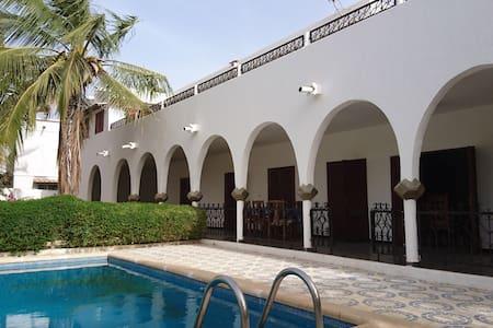 """Villa """"le diamant"""" avec piscine et proche océan. - Mbour - Villa"""