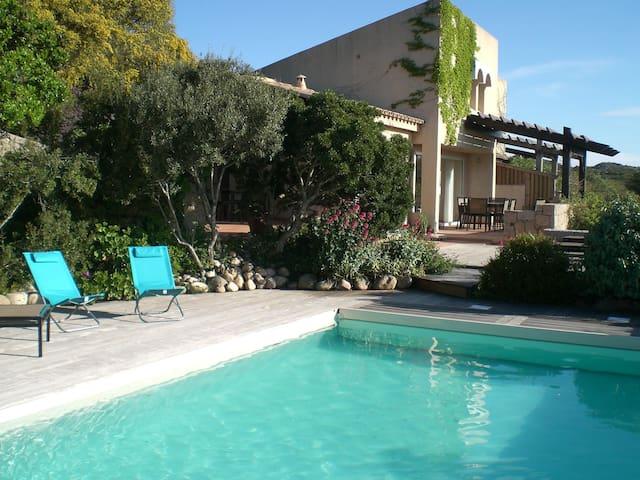 villa 304 climatisée, piscine,plage à pied, wifi