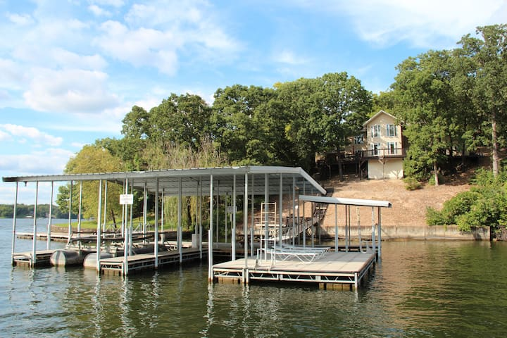 5BR/4BA Lakefront Home w/ Dock & Hot Tub - Osage Beach - Rumah