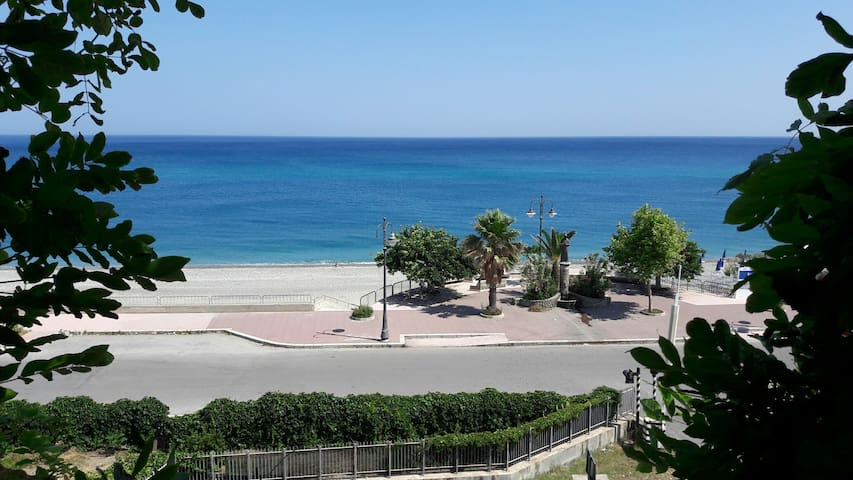 Terrific waterfront flat - Ionian Coast, Calabria - Bovalino - Apartamento