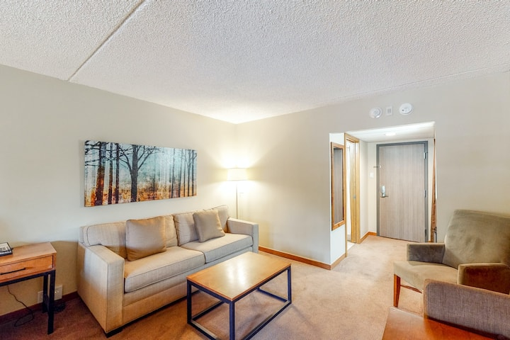 Magnificent ski-in/out room w/valley views, balcony, shared pool & hot tub