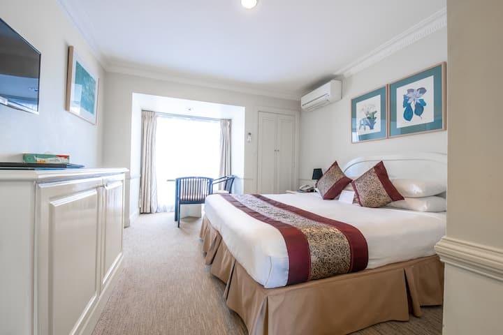 Standard Queen Room-We Offer Long Term Special
