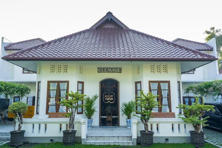 5Rooms in Jogja for 10 Pax-  88 Clemmie Huis