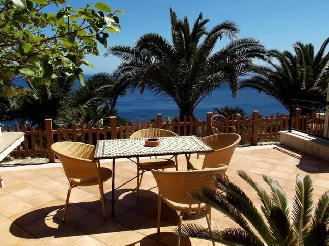 Hotel Villa Sauci ..Family Studio ..Appartamentino con terrazza vista mare e barbecue