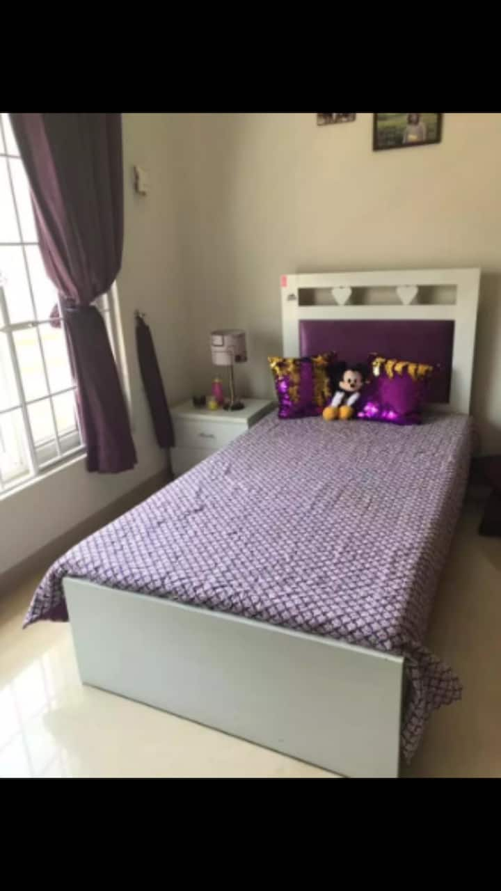 single Room for females