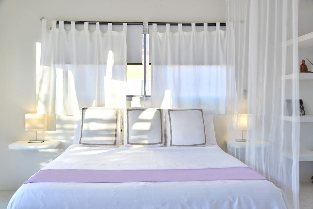 Enjoy a large and comfortable bed with soft linens of Egyptian cotton sheets, , perfect to rest well and be prepare for the Tulum Magic experience.