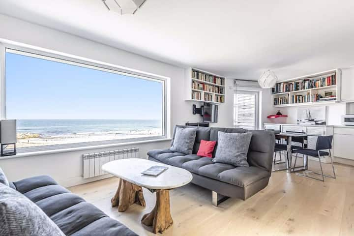 Breakers Beach Apartment - Unrivalled Beach View
