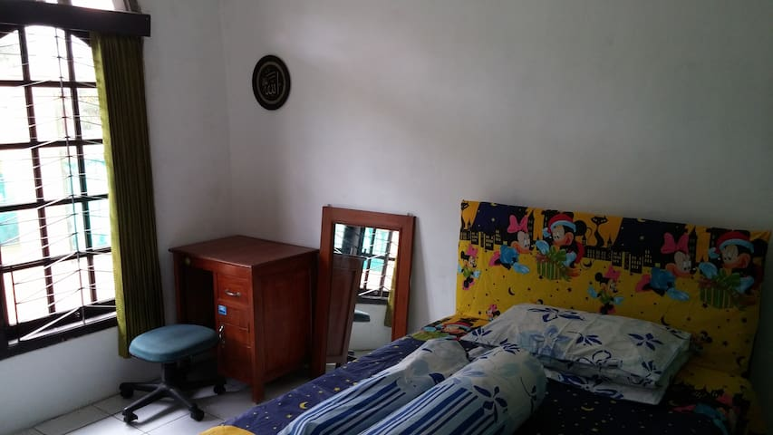 Simple yet Cozy Room! - East Jakarta