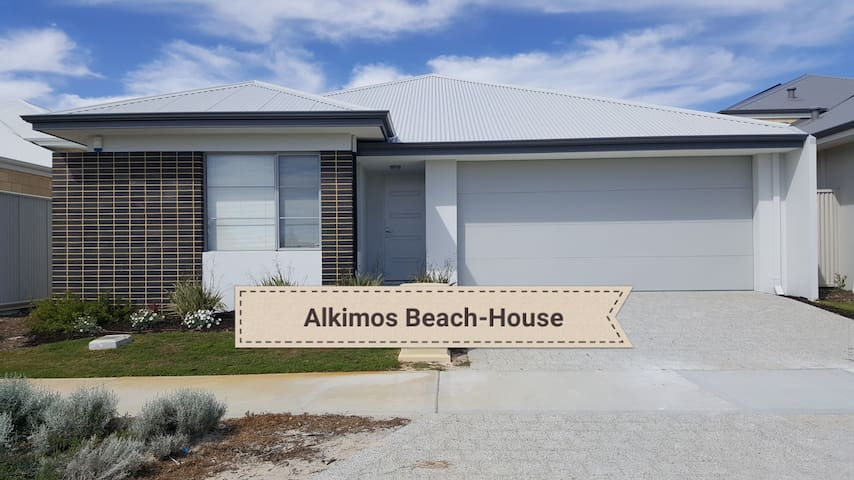 Beautiful, spacious, Alkimos Beach-House