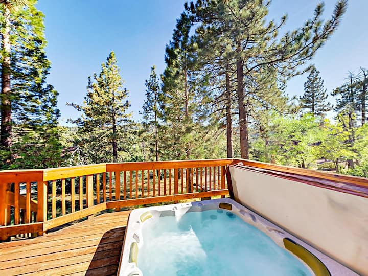 Boulder Bay Home with Hot Tub & Arcade - Near Lake