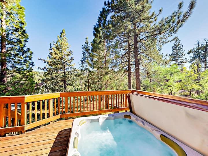 Boulder Bay Home with Hot Tub & Arcade - Near Lake