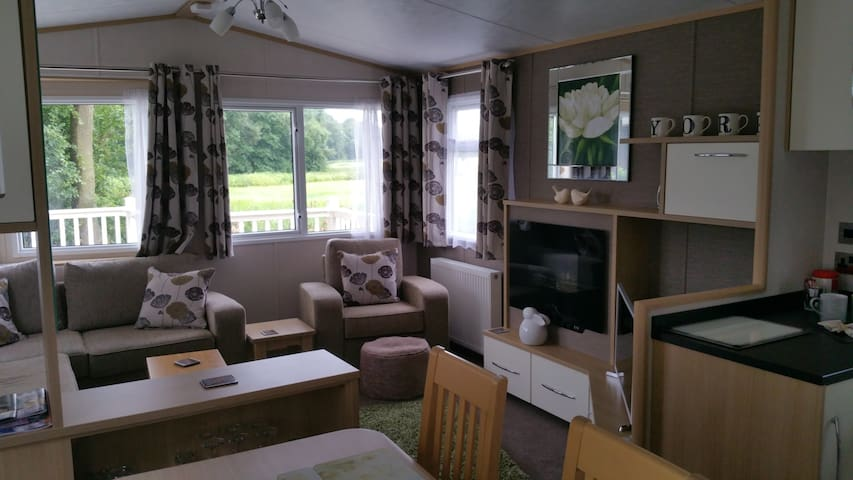 White Rose Luxury Caravan Holiday Home nr York - York - Huis