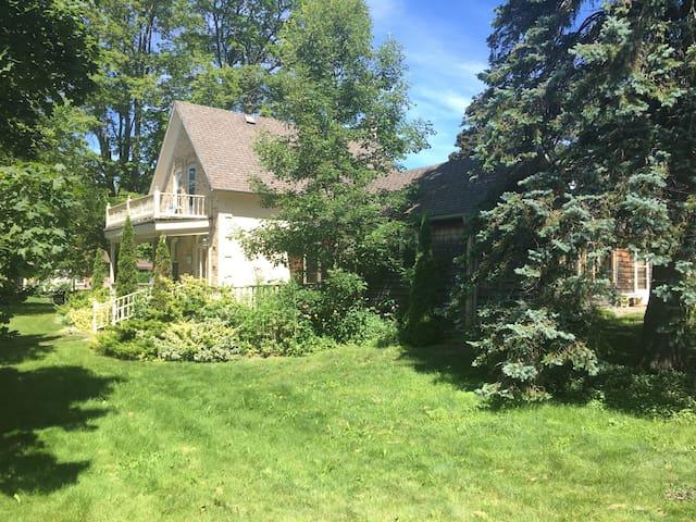 Clarendon Cedar Cottage