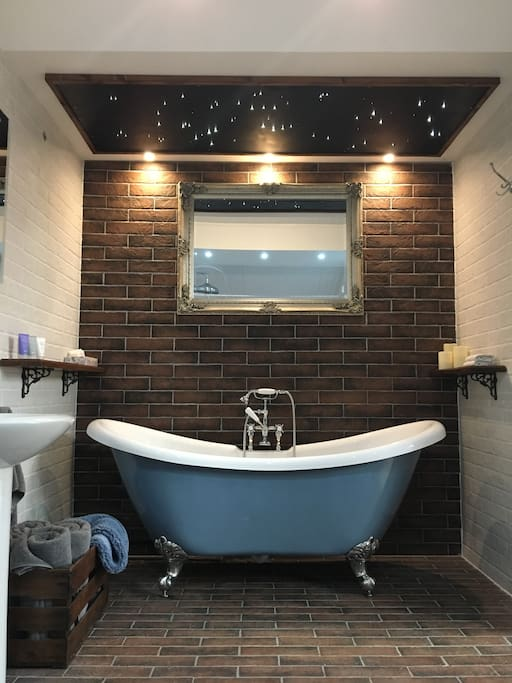 Bathe under twinkling starlights in the gorgeous free-standing bath