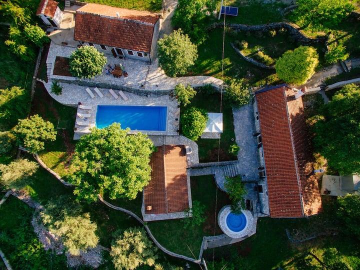 Etno Resort Grandfather's Secret Villa Murva