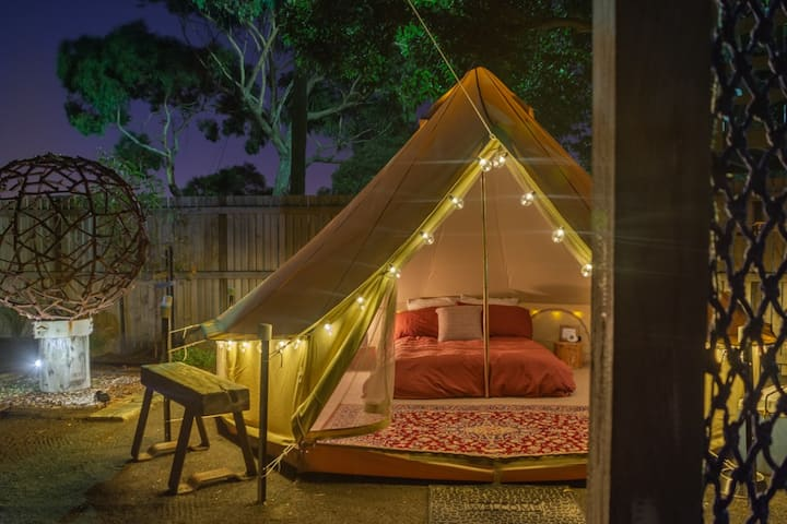 Glamping in the Yard - Private Room