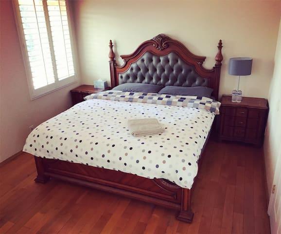 No.8 King Size Cozy Room 豪华大床房
