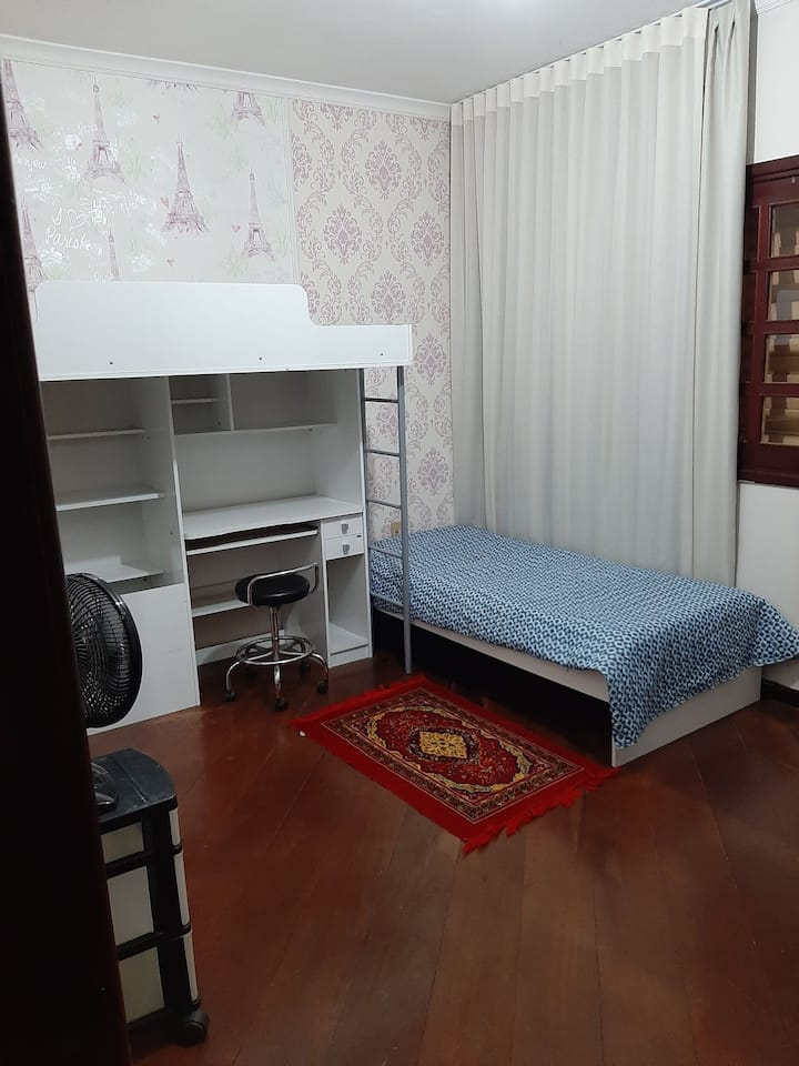 Quartos individuais em casa confortável a ampla .