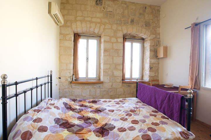 ★Charming Old City Stone 2BR★For Couples | Balcony - Safed - Apartment